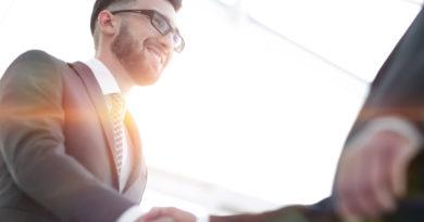 Mit Körpersprache punkten: 7 Tipps für erfolgreiches Networking auf Events